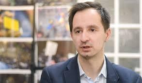 Raul Pătrașcu, chimistul care a susținut că gazele lacrimogene, folosite de jandarmi la protestele din 10 August, modifică ADN-ul, a fost recompensat de PNL cu postul de manager al Spitalului Județean Timiș.
