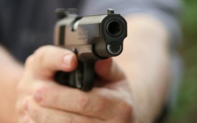 Achiziţie cu cântec la Poliţia Română. 10 milioane de euro daţi pe pistoale în starea de urgenţă