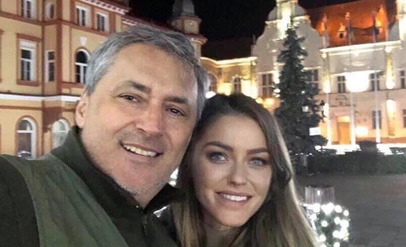 Fiica partenerei lui Marcel Vela, numită de premierul Cîțu vicepreședinte al Agenției Naționale pentru Arii Naturale Protejate. Mama sa, implicată indirect în construirea de microhidrocentrale într-o arie protejată